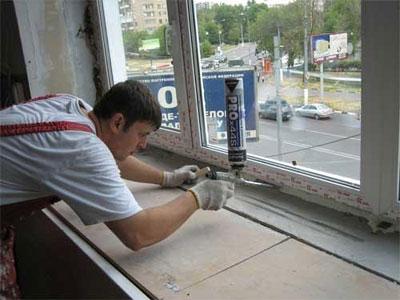 Методы заделки щелей в окнах