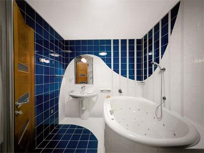 Приемы для визуального увеличения ванной комнаты