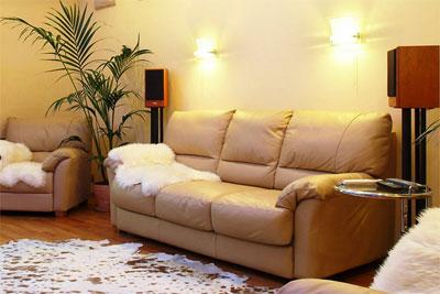 Кожаный диван: великолепие и статусность