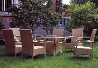 Преимущества плетеной садовой мебели