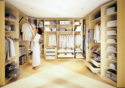 Преимущества гардеробной комнаты