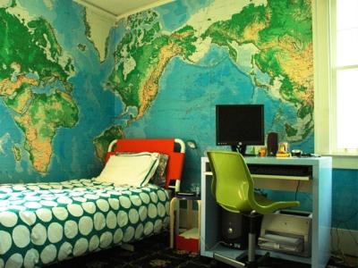 Как украсить стены в детской комнате?