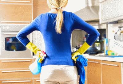 Случайное пятно на полированной мебели, как от него избавиться