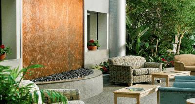 Водопад и мебель в квартире
