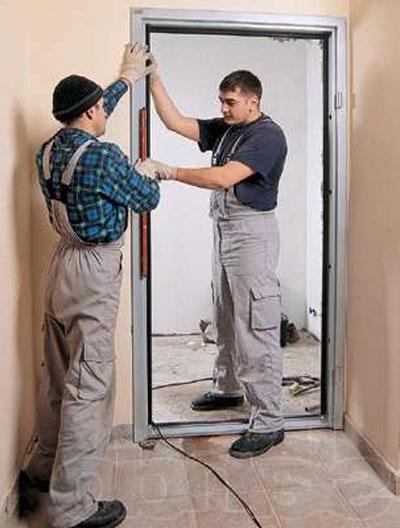 установка шумоизоляции входной двери