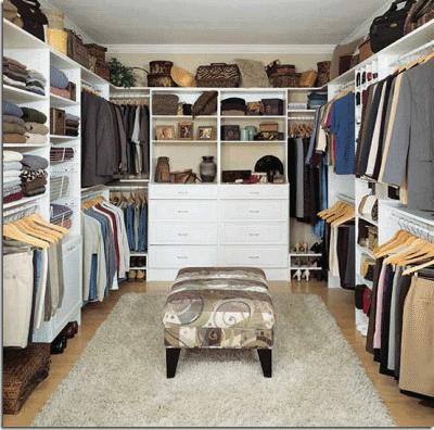 Экономим место с помощью гардеробной комнатки