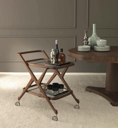 Функциональный сервировочный столик в дизайне интерьера