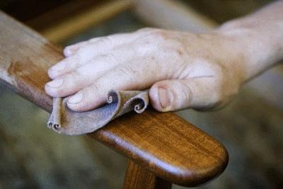 Как скрыть царапины на деревянной мебели