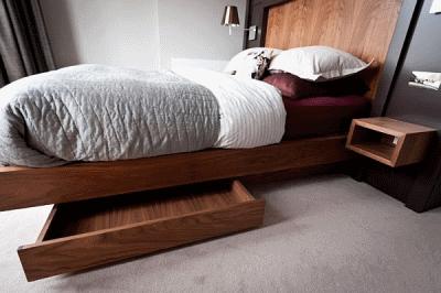 Варианты хранения вещей под спальной кроватью