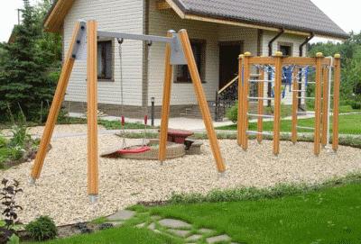 Гармонично обустраиваем и украшаем детскую площадку на даче