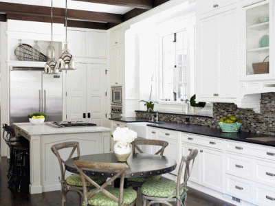 Подбираем уютный и практичный стол для кухни