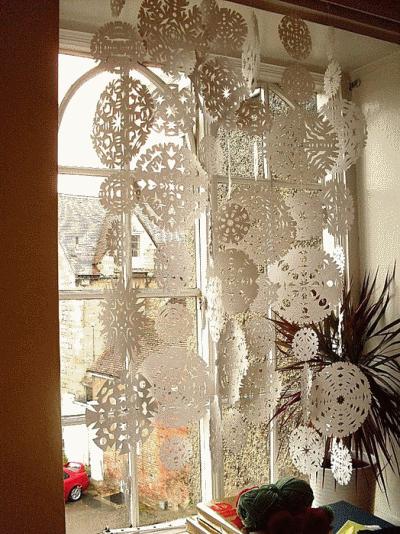 Декорируем окна к зимним праздника