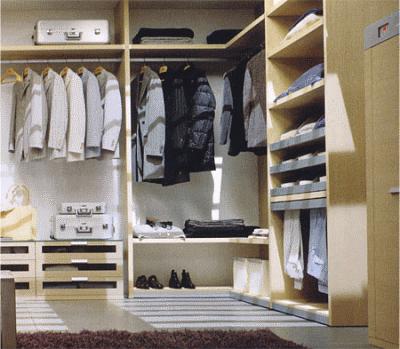 Рассматриваем эргономичное наполнение гардеробной комнаты