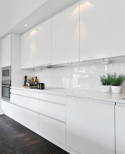 Современная кухня в белом глянце