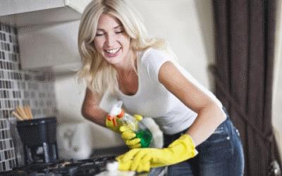 Правильно чистим кухонную мебель