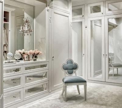 Место зеркального шкафа в интерьере
