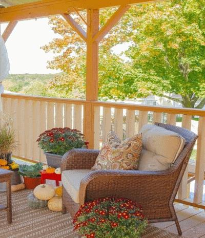 Планируем осенний декор для веранды в загородном доме