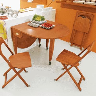 Качественные складные стулья в интерьере