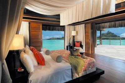 Немного об обустройстве спальной комнаты с видом на море