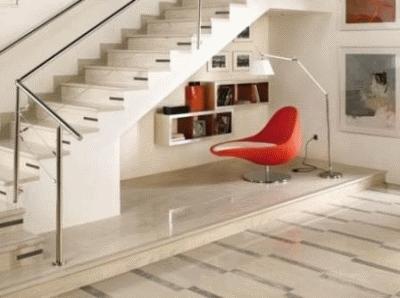 Рационально обустраиваем пространство под лестницей