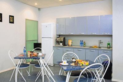 Функциональность и уют офисной кухни
