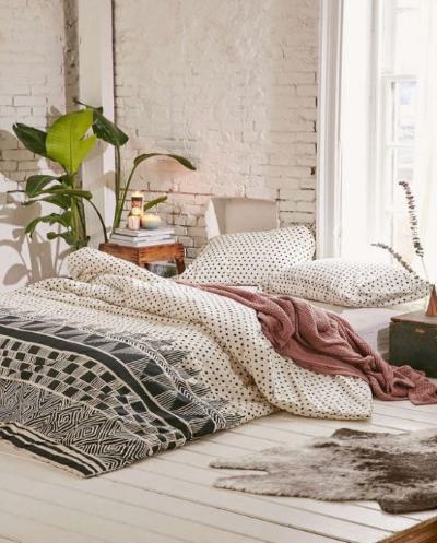 Матрас и только – как сделать спальню без кровати