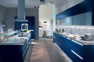 Использование синего цвета в интерьере зоны кухни