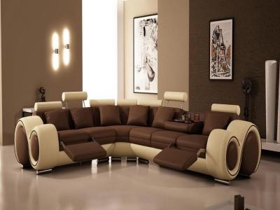 Качественный диван в качестве акцента в интерьере гостиной