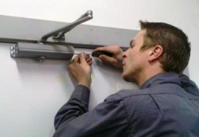 Особенности установки и регулировки доводчика на дверь