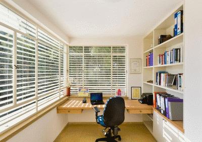 Два варианта обустройства рабочего кабинета дома